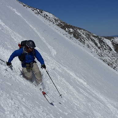 AMC NH ski leader making turns in the Gulf of Slides