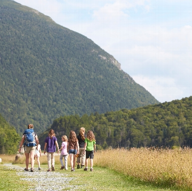 Girls on an adventure in Crawford Notch